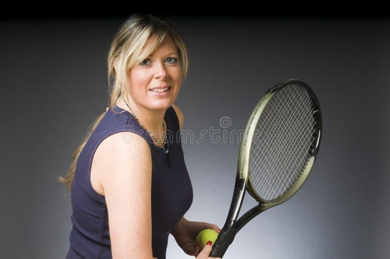 Jugador de tenis de la mujer feliz fotos de archivo libres de regalías