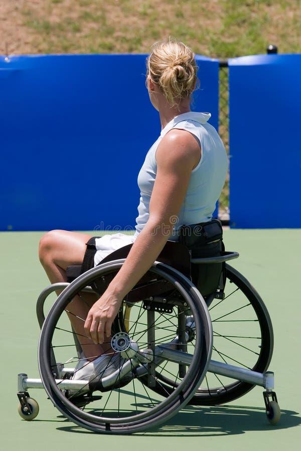 Jugador de tenis del sillón de ruedas foto de archivo