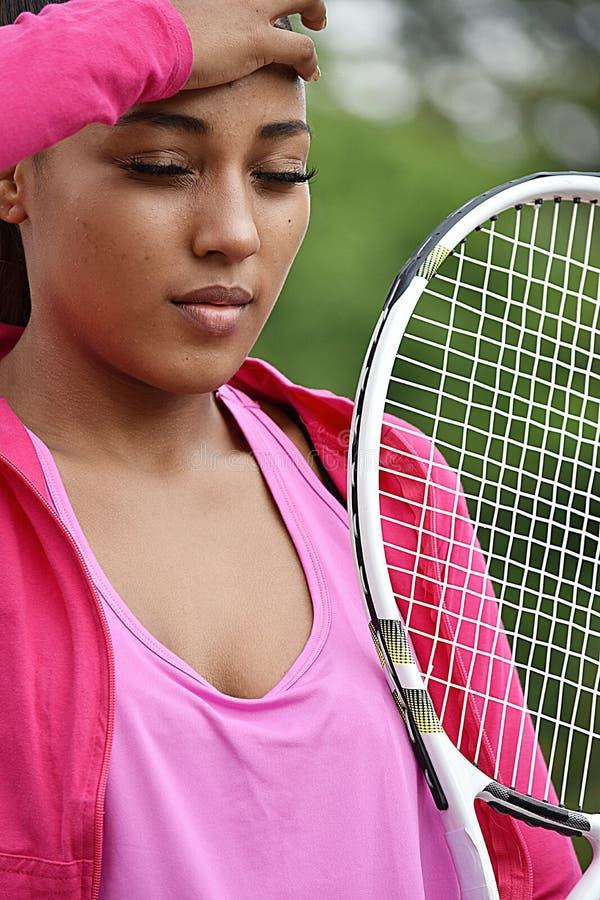 Jugador de tenis de sexo femenino adolescente del ajuste soñoliento fotos de archivo libres de regalías