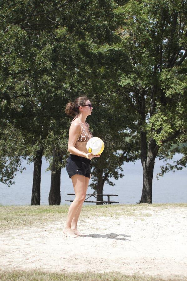 Jugador de voleibol de la mujer imagen de archivo