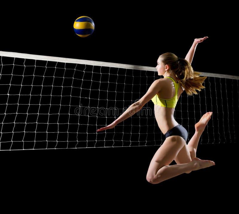 Jugador de voleibol de playa de la mujer con la versión de la red y de la bola fotografía de archivo