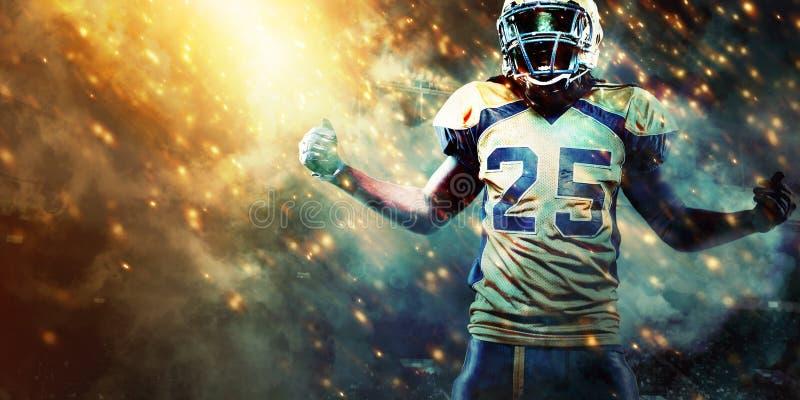 Jugador del deportista del fútbol americano en el estadio que corre en la acción Papel pintado del deporte con el copyspace imagen de archivo