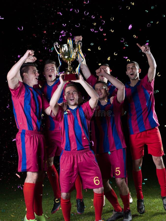 Jugadores de fútbol que celebran la victoria fotografía de archivo