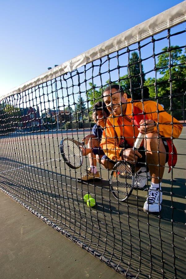 Jugadores de tenis en la red fotografía de archivo libre de regalías