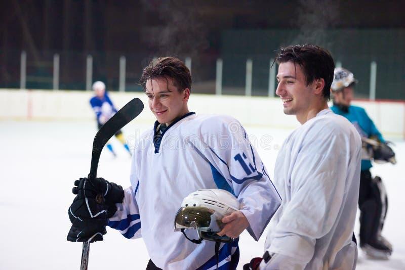 Jugadores del deporte del hockey sobre hielo imagen de archivo