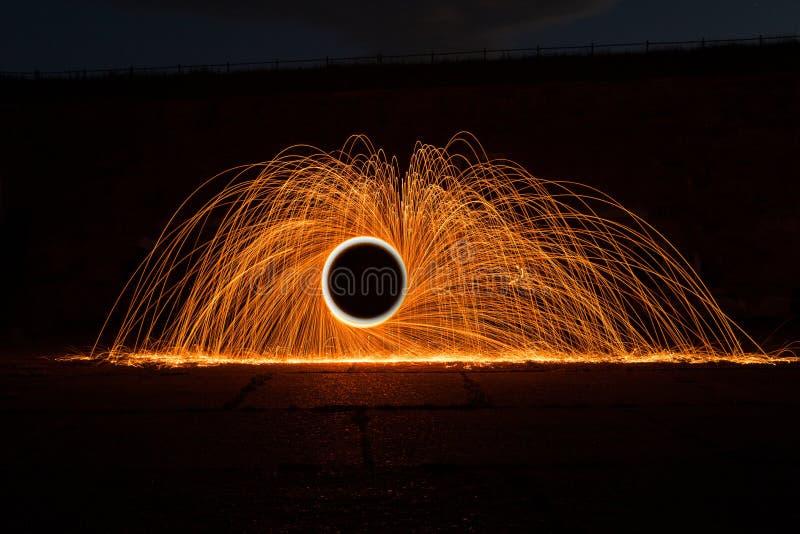 Jugando con fuego y luz fotos de archivo