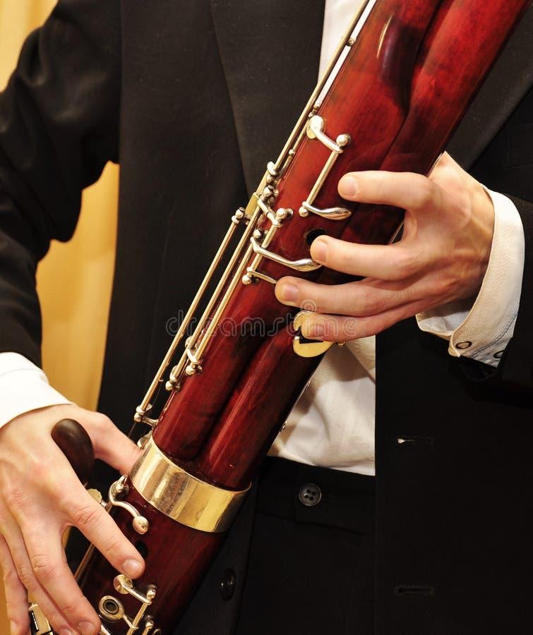 Jugar el bassoon fotos de archivo