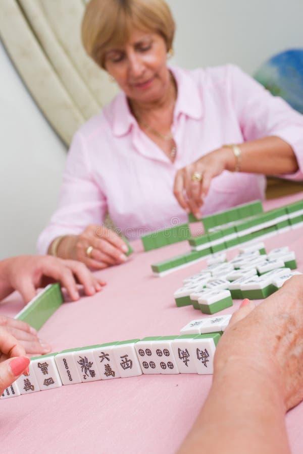 Jugar el mahjong foto de archivo libre de regalías