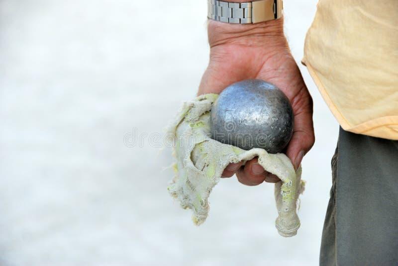 Jugar a jeu de boules en Francia imagenes de archivo