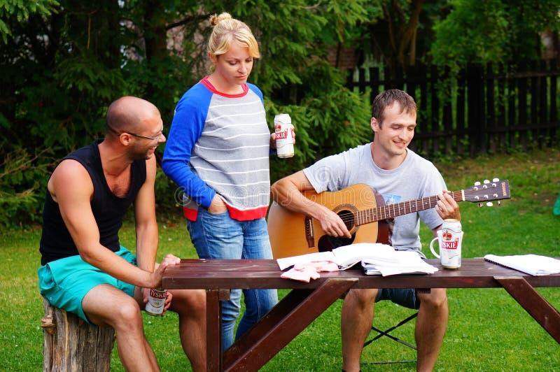 Download Jugar música imagen editorial. Imagen de diversión, mujeres - 44851240