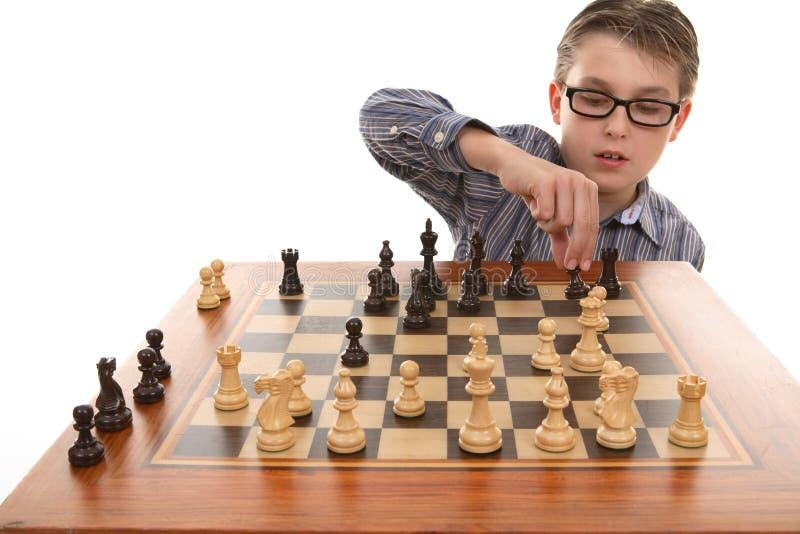 Jugar a un juego del ajedrez foto de archivo libre de regalías