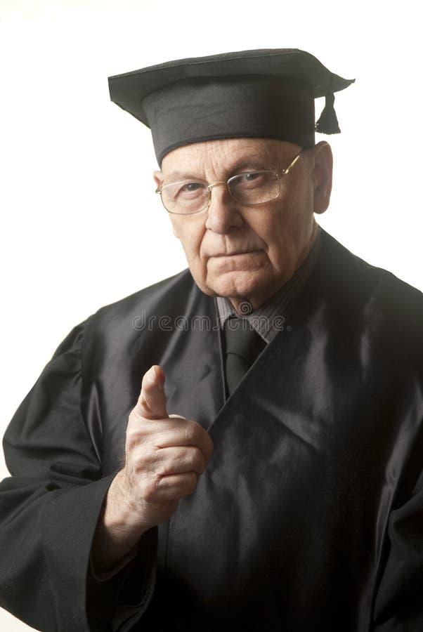 Juge aîné regardant brutalement vous images libres de droits