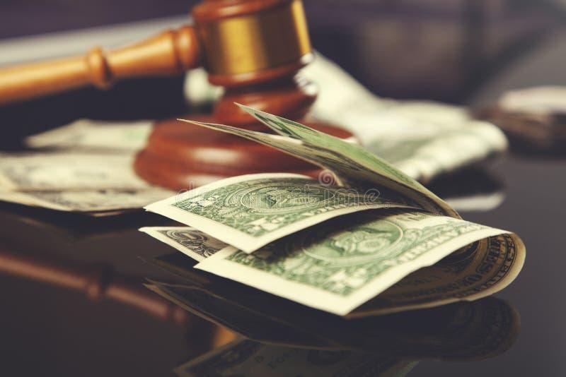 Juge avec l'argent image libre de droits