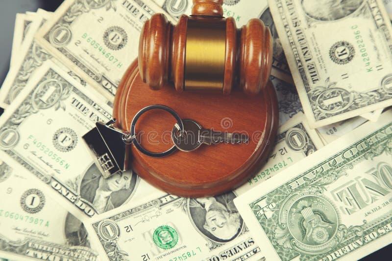 Juge sur l'argent avec la clé photo libre de droits