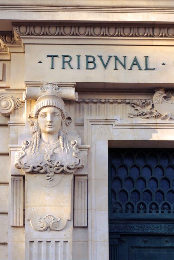 Juge Tribunal Paris France de statue d'entrée de Tribunal Pénal images stock