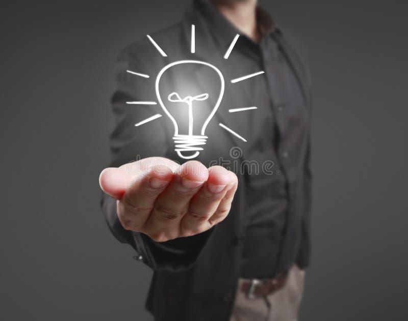 Jugeant l'ampoule disponible illustration libre de droits