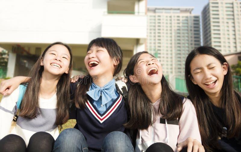 Jugend-StudentsÂ-Mädchen, die Spaß haben stockbilder