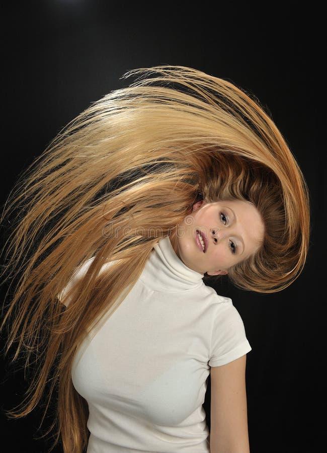 Jugendlich Altersmädchen des reizvollen blonden langen Haares lizenzfreie stockfotografie