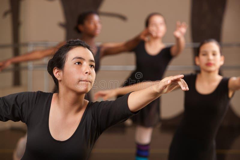 Jugendlich Ballett-Kursteilnehmer lizenzfreie stockfotos