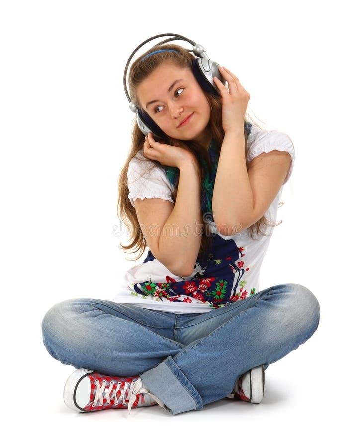Jugendlich genießende Musik lizenzfreies stockbild