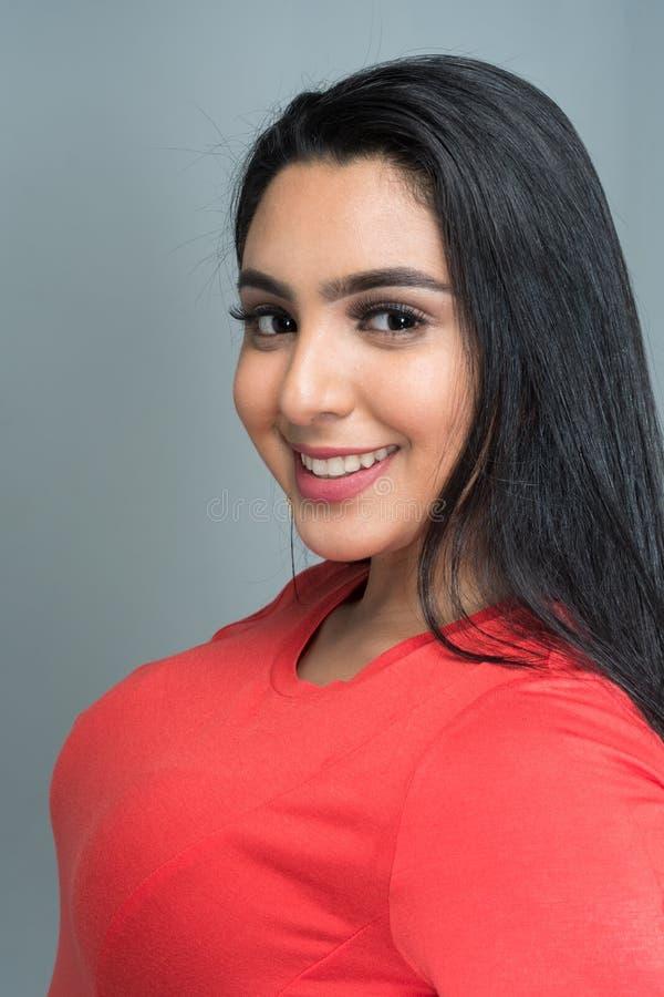 Jugendlich hispanisches weibliches Modell lizenzfreie stockbilder