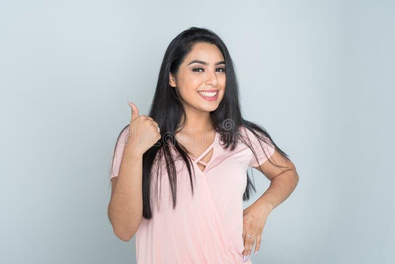 Jugendlich hispanisches weibliches Modell stockfotografie