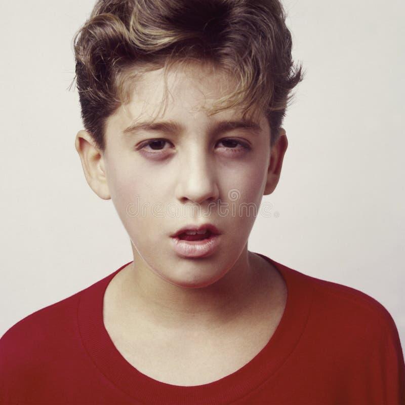 Jugendlich Jungenumkippen oder sick_3 lizenzfreies stockfoto