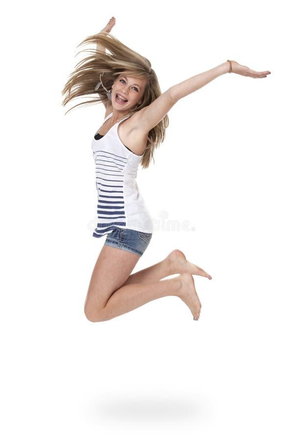 Jugendlich Mädchen, das für Freude springt lizenzfreie stockbilder