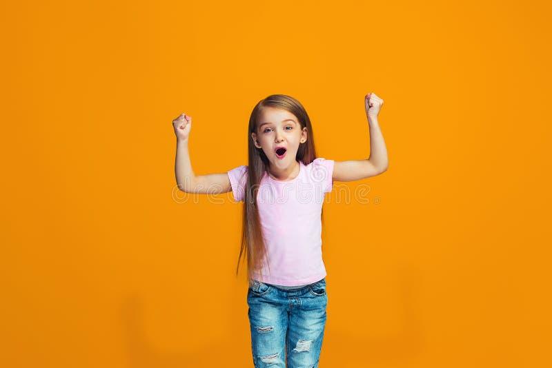 Jugendlich Mädchen des glücklichen Erfolgs, das seiend ein Sieger feiert Dynamisches Energiebild des weiblichen Modells lizenzfreies stockfoto
