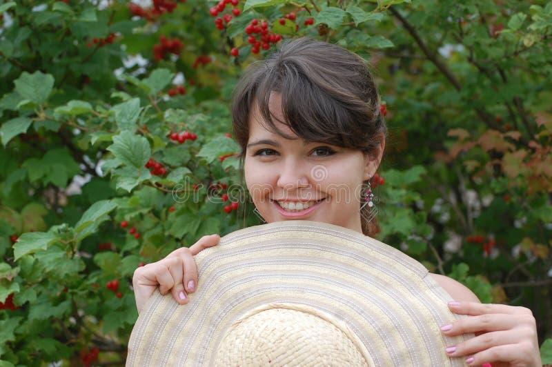 Jugendlich Mädchen im Garten stockfotos