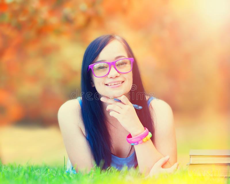 Jugendlich Mädchen mit Notizbuch stockfoto