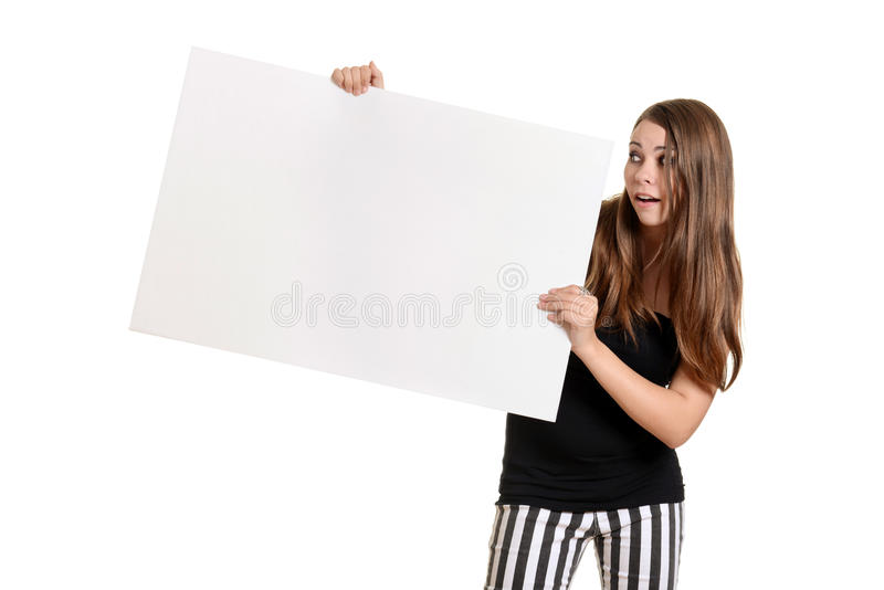 Jugendlich Mädchen mit weißer großer weißer Karte lizenzfreie stockfotos