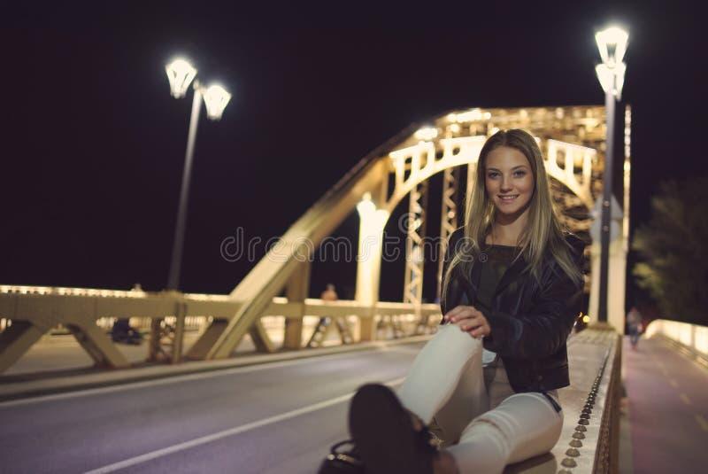 Jugendlich Mädchen-Nachtporträt lizenzfreies stockfoto