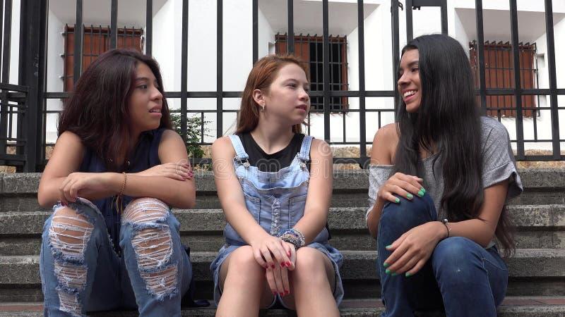 Jugendlich Mädchen-verschiedene Freunde lizenzfreie stockbilder