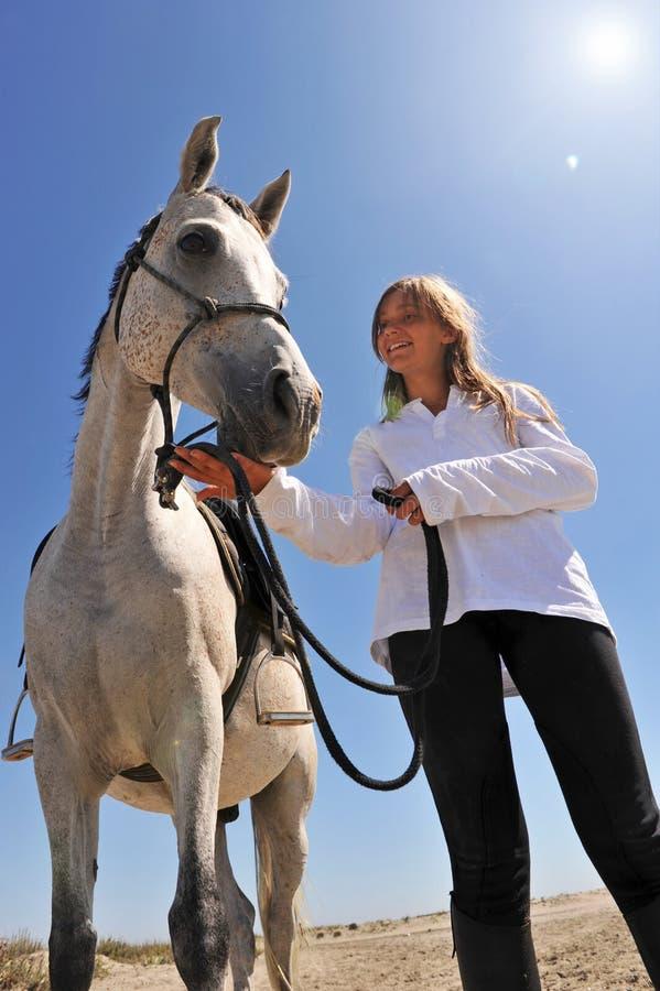 Jugendlich und Pferd lizenzfreie stockfotografie
