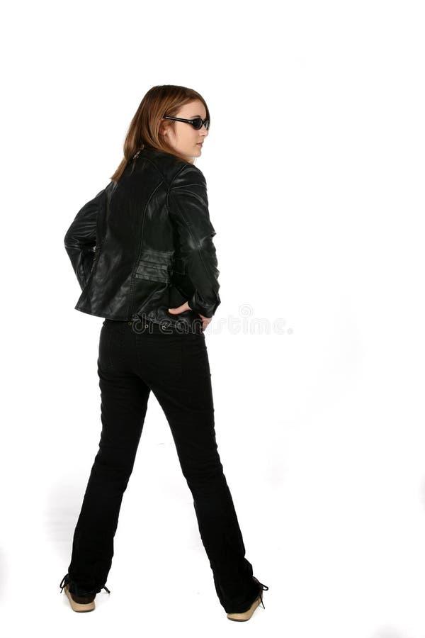 Jugendliche in den schwarzen Jeans und in der Lederjacke stockbild