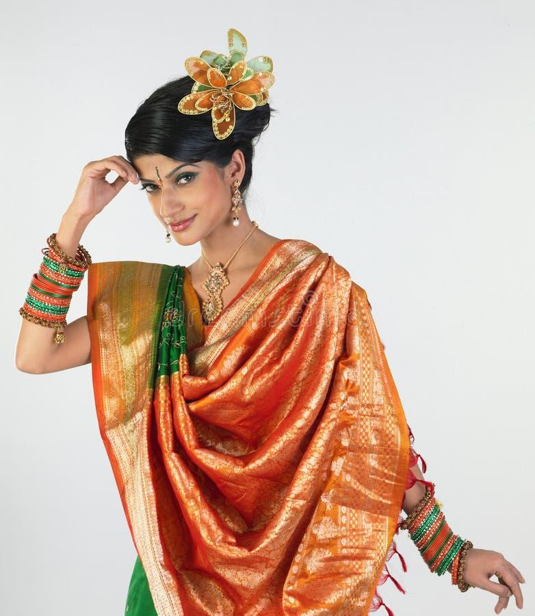 Jugendliche in der Sari lizenzfreies stockfoto