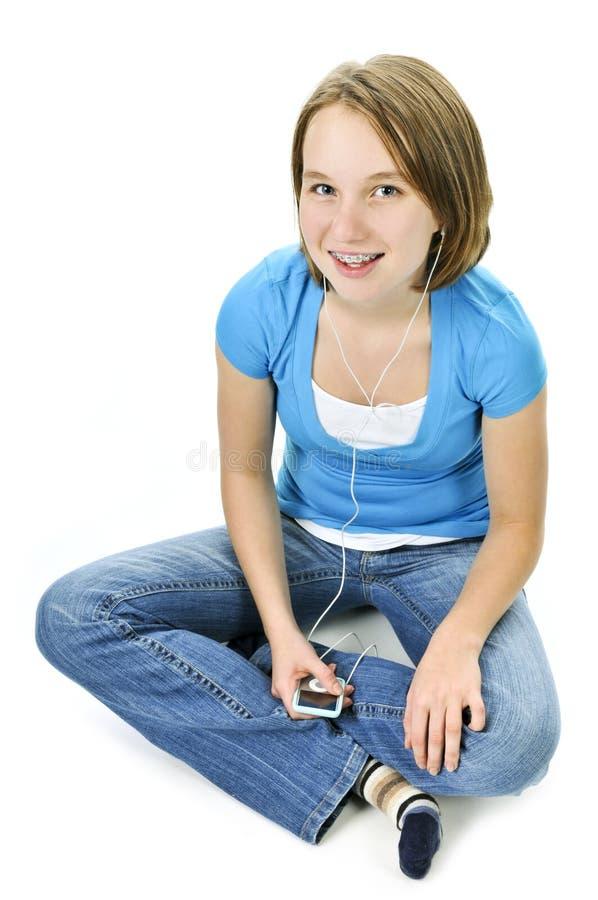 Jugendliche, die Musik hört lizenzfreies stockbild