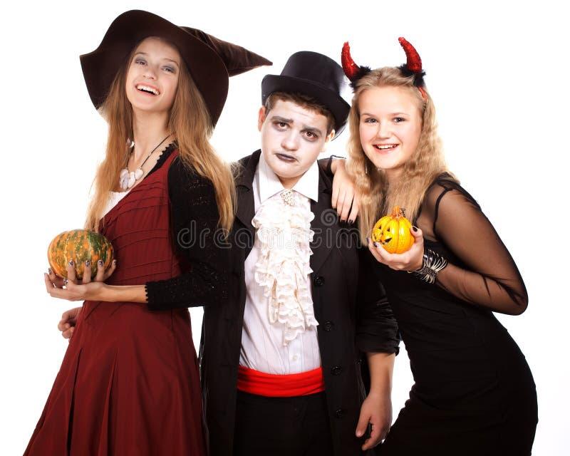 Jugendliche gekleidet in den Kostümen für Halloween lizenzfreie stockfotos