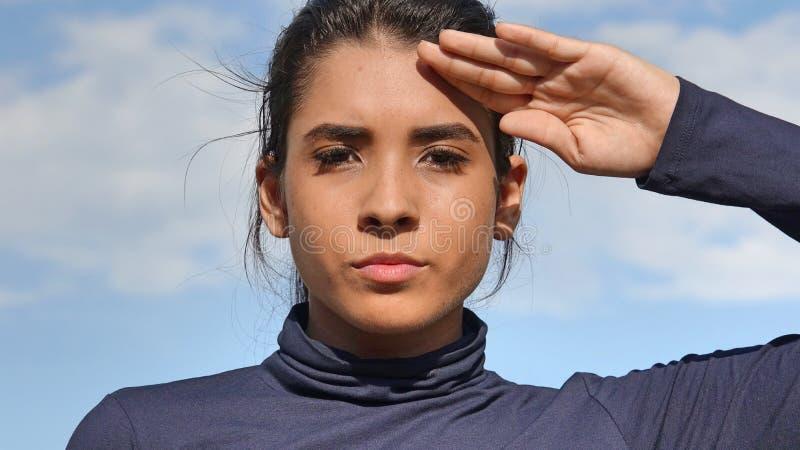 Jugendliche kolumbianische Jugendlich-Mädchen-Begrüßung stockfotos