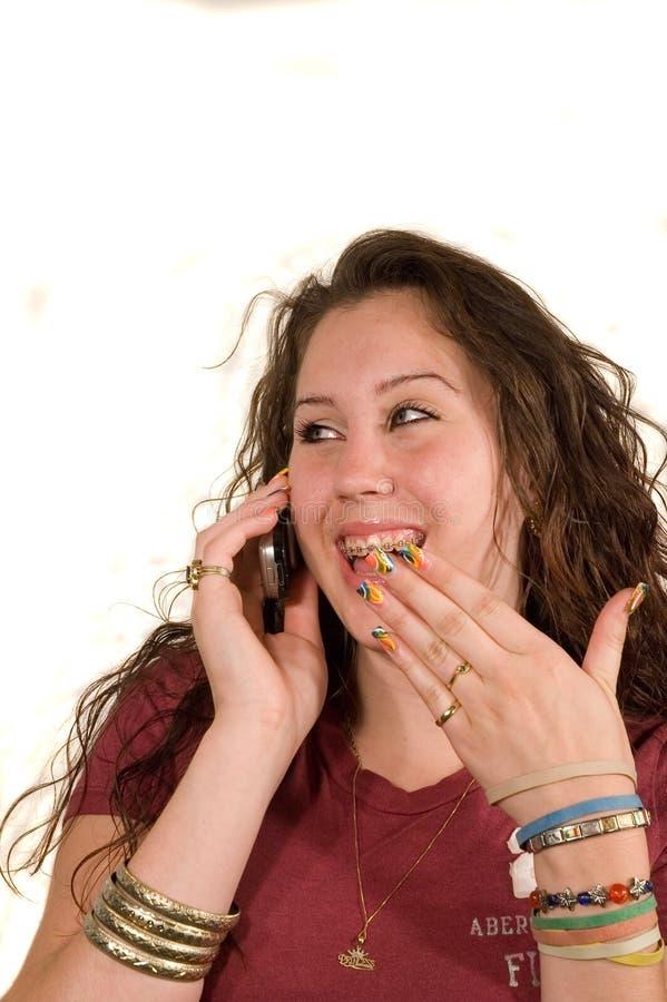 Jugendliche am Telefon lizenzfreies stockfoto