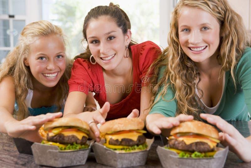 jugendlichen die burger essen stockbild bild von haupt lateinisch 6883291. Black Bedroom Furniture Sets. Home Design Ideas