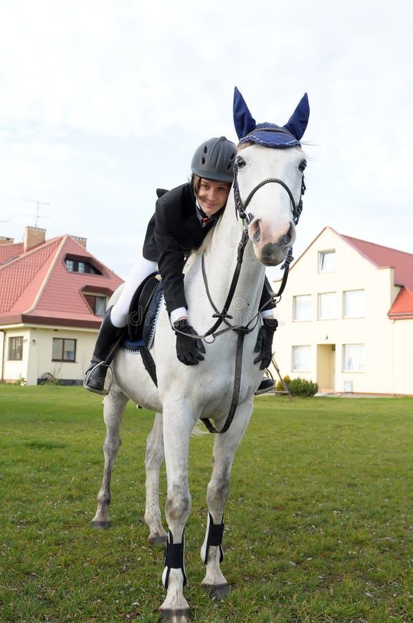 Jugendlicher auf Pferd lizenzfreies stockfoto