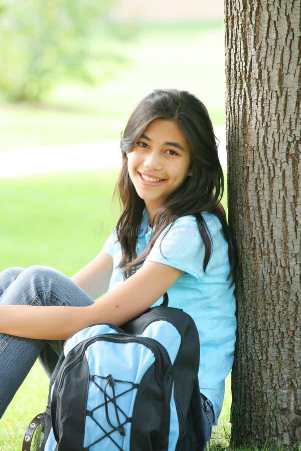 Jugendlicher betriebsbereit zur Highschool stockbild