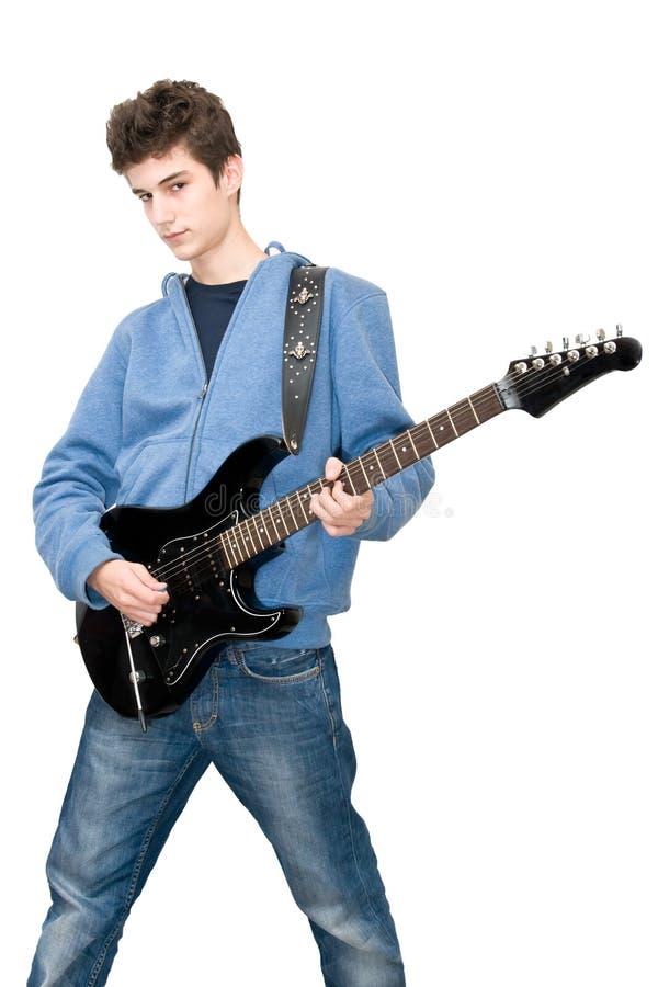 Jugendlicher, der elektrische Gitarre spielt lizenzfreie stockbilder