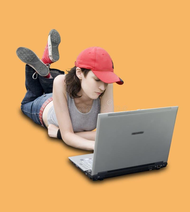 Jugendlicher/Kursteilnehmer mit Laptop stockbilder