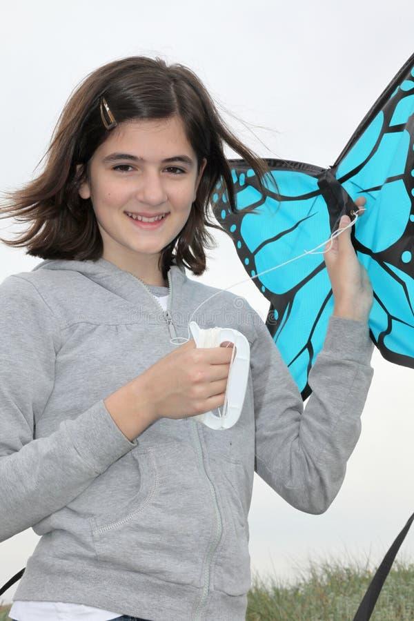 Jugendlicher mit Drachen lizenzfreie stockbilder