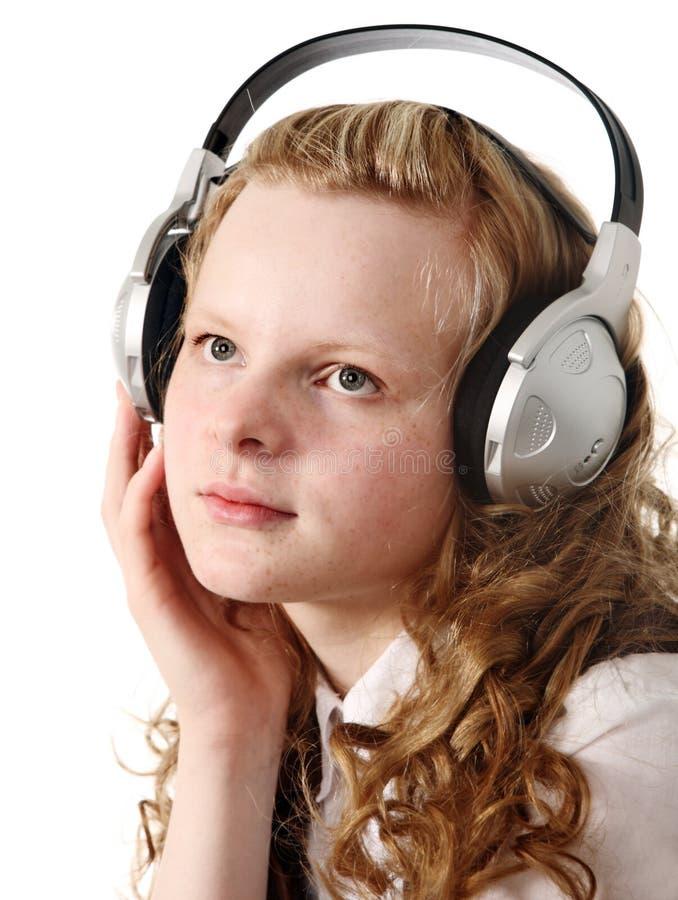 Jugendlicher mit Kopfhörern lizenzfreie stockfotografie