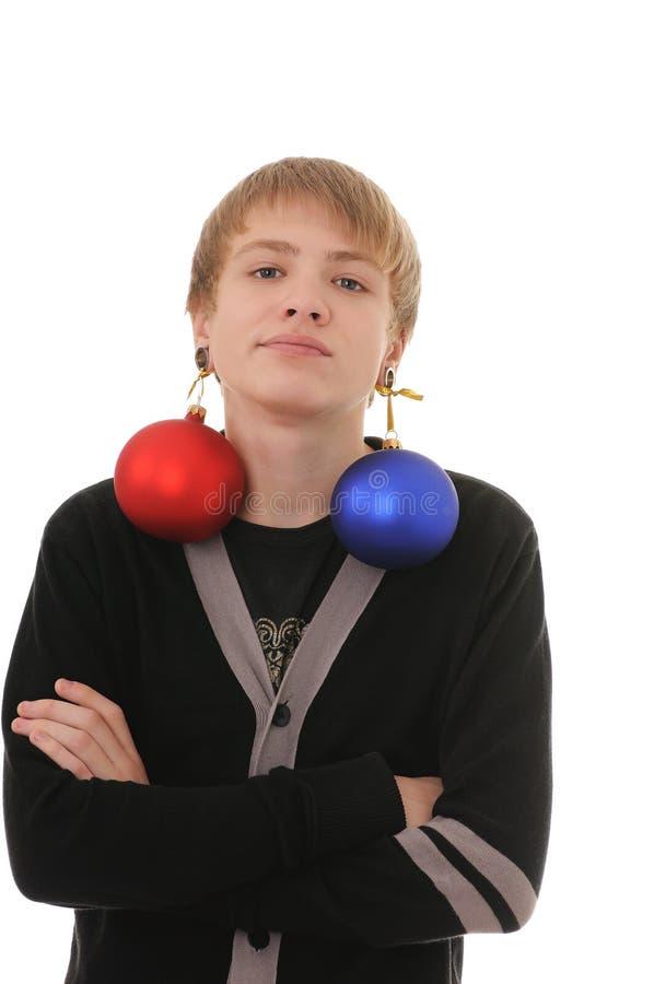 Jugendlicher mit Weihnachtsdekoration lizenzfreie stockfotos