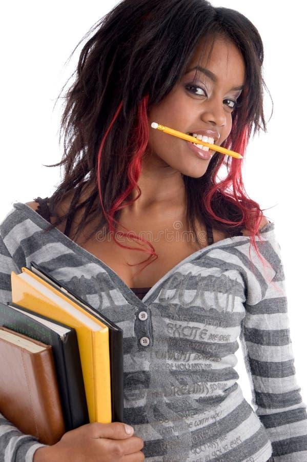 Jugendlichkursteilnehmerholding ihre Studienbücher stockfoto
